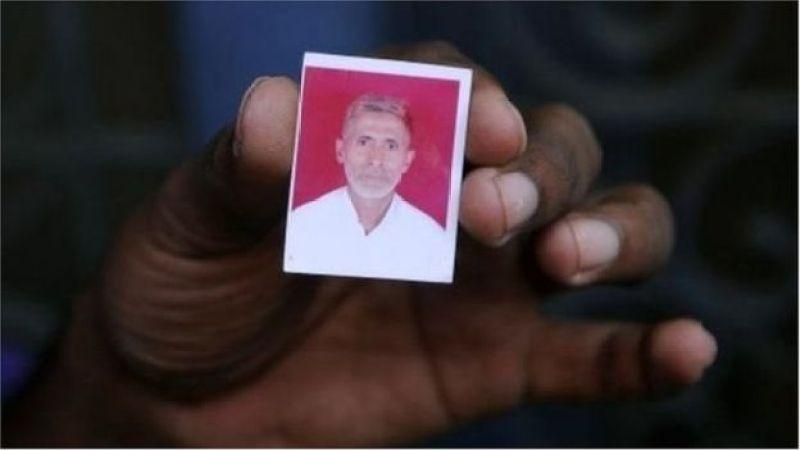 গো-মাংস খাওয়ার গুজবে ২০১৫ সালে পিটিয়ে হত্যা করা হয় মোহাম্মদ আখলাক নামে এই মুসলিম ব্যক্তিকে