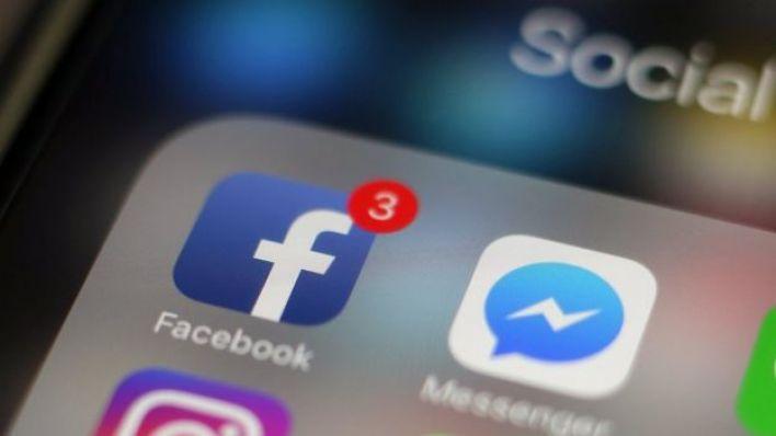 تطبيق فيسبوك على هاتف محمول