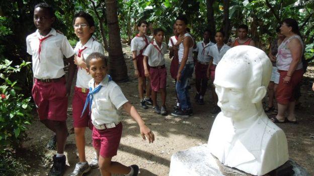 Học sinh tại một trường cấp 1 ở ngoại ô Havana