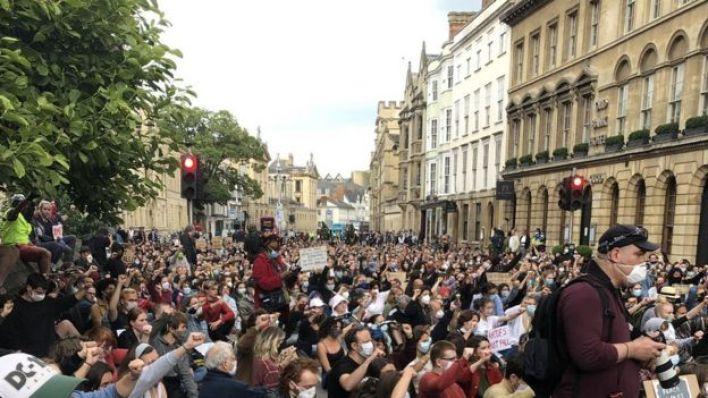 Oxford Üniversitesi önündeki protesto