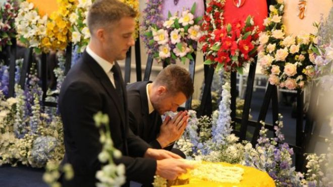 Jamie Vardy praying at the temple