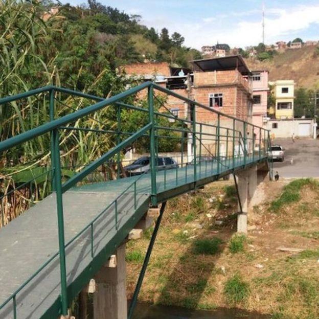 Puente construido por la población del municipio Barra Mansa