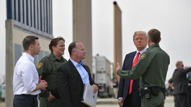 Trump no muro fronteiriço