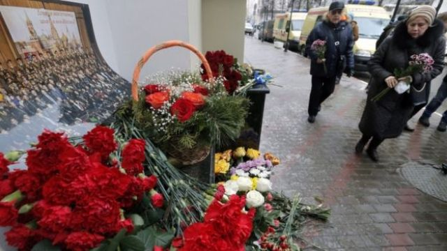 Flowers are laid at the home of the Alexandrov Ensemble in Moscow, 25 Dec