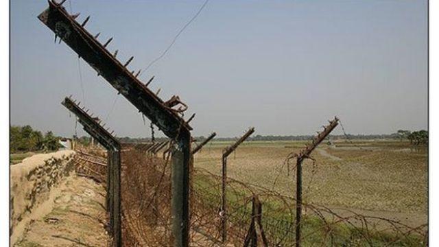 বাংলাদেশ-ভারত সীমান্তে ভারতের দেয়া কাটাতারের বেড়া