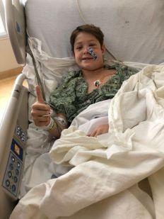 O menino está se recuperando no hospital após ter o objeto removido da cabeça pelos médicos