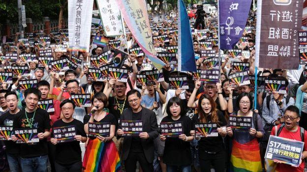 Activistas a favor del matrimonio homosexual en Taiwán