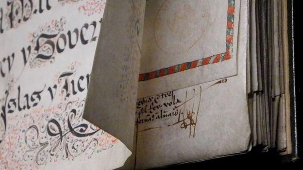 Bản sao 'Công chứng' với bút tích viết tay của nhà hàng hải Christophe Colomb ký với Ferdinand và Isabelle Tây Ban Nha năm 1502