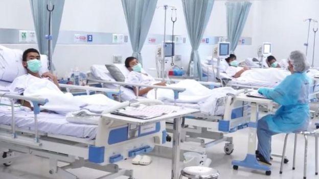 Watoto wana michezo wakiwa hospitali