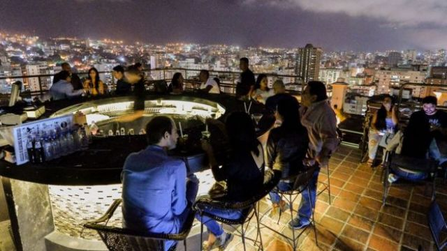 Vida nocturna en Caracas.