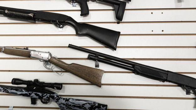Armas de alto calibre no clube do tiro 1911, na zona norte de São Paulo