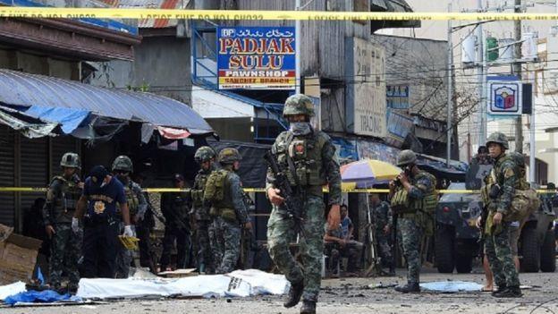 Pasukan tentara dikerahkan untuk mengamankan lokasi bom