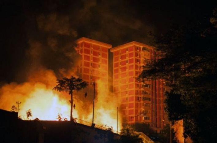 Subestações pegando fogo em Caracas