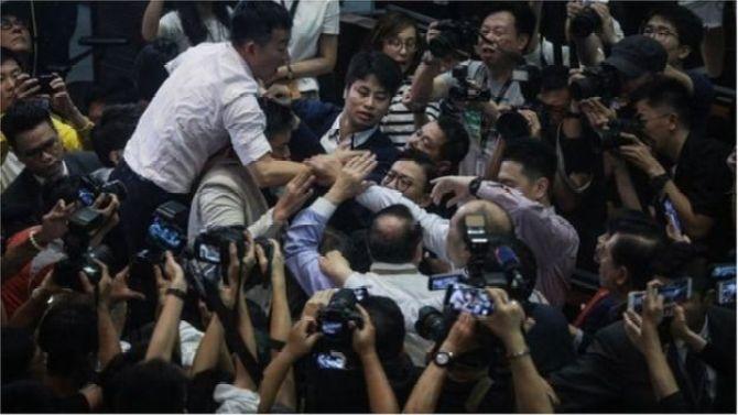 Vụ ẩu đả diễn ra giữa các nhà lập pháp Hong Kong