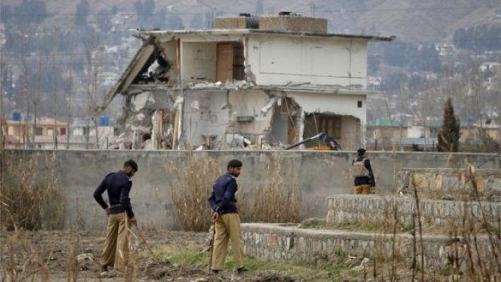 صورة لهدم المجمع السكني في فبراير/شباط 2012