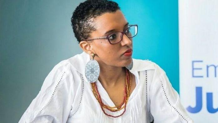 A cientista política Nailah em evento