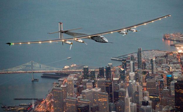 Solar Impulse iri mu kirere cya San Francisco kuwa gatandatu nimugoroba