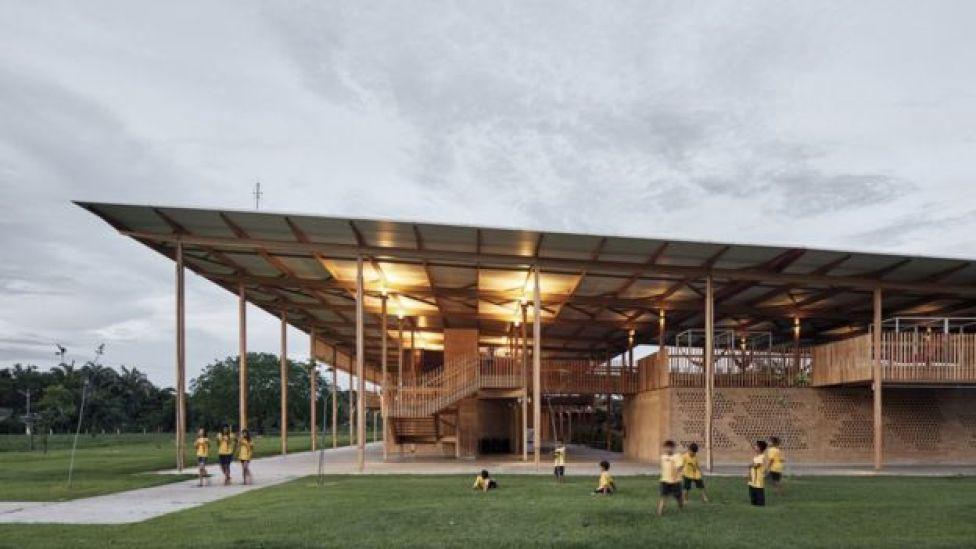 Vista de uno de los techos de madera de la escuela