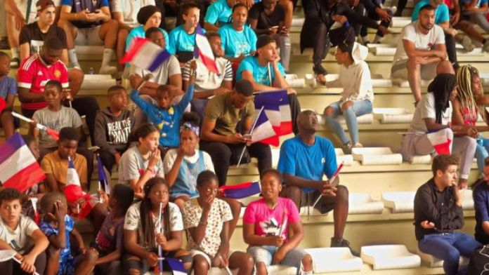 Des supporters au Palais des Sports de Bondy