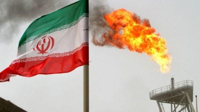 Bandeira iraniana e plataforma de petróleo