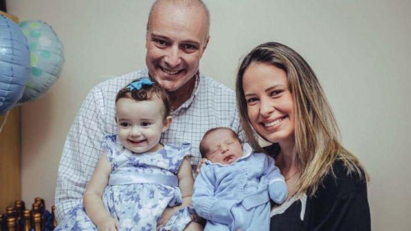 Camila com o marido Romero Lopes, a filha Helena e o filho João Homero