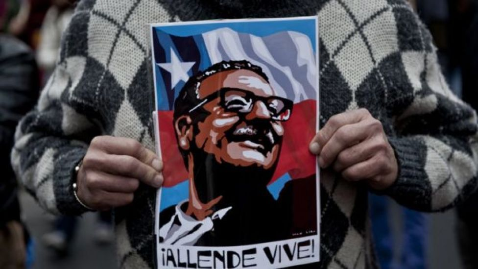 Cartel recordando al presidente chileno Salvador Allende