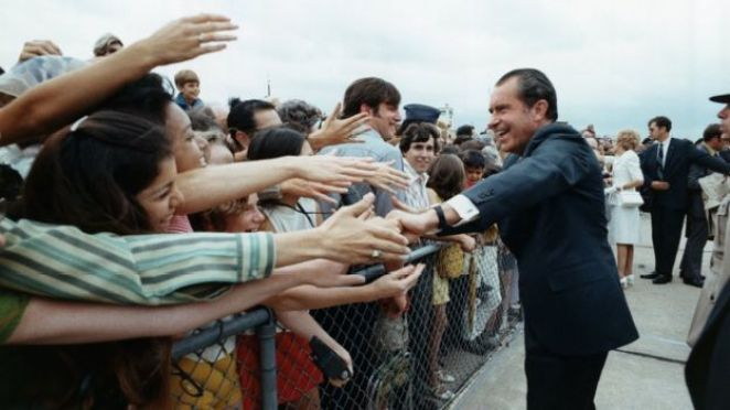 President Nixon greets well-wisher in Austin, Texas in 1971