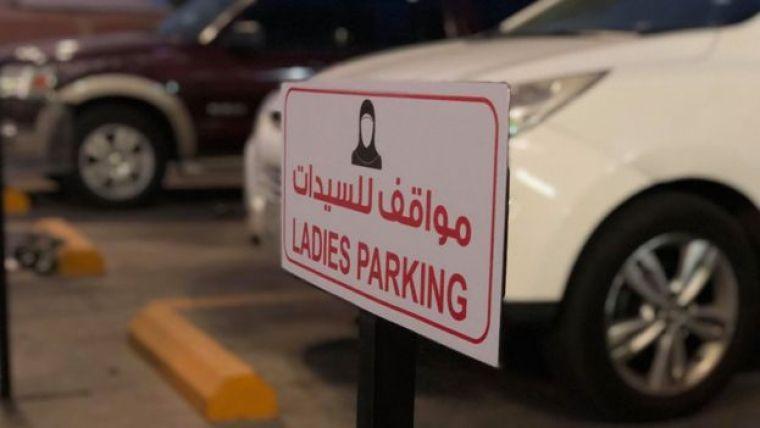 Estacionamento para mulheres em Al Khobar, na Arábia Saudita
