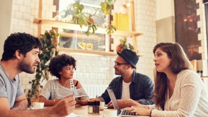Kafede iş toplantısı