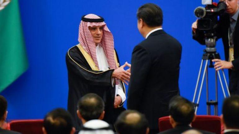 El presidente de China, Xi Jinping, y el ministro de asuntos exteriores de Arabia Saudita, Adel al-Jubeir.