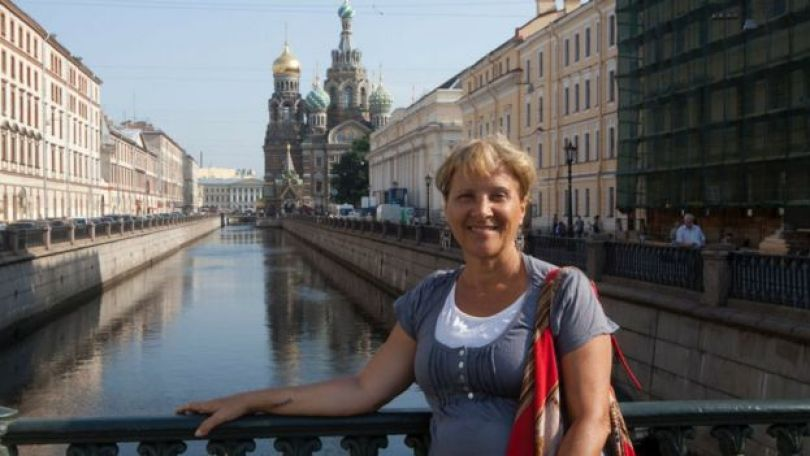 Aposentada Iracema Genecco, de 67 anos, durante viagem a São Petersburgo, na Rússia