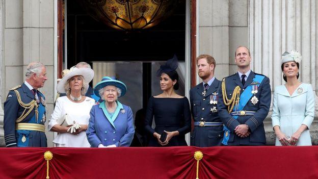 Foto de los miembros de la familia real británica en un balcón tomada en julio de 2018