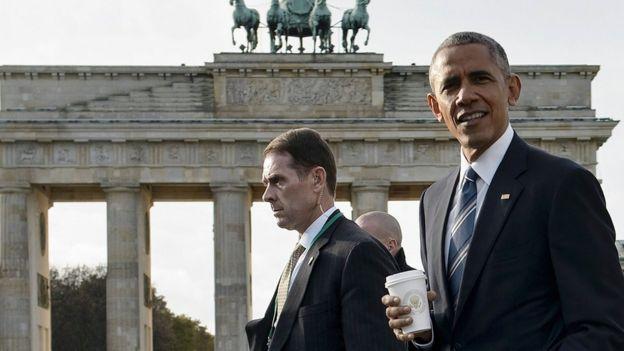 Obama at the Brandenburg Gate on 17 November 2016