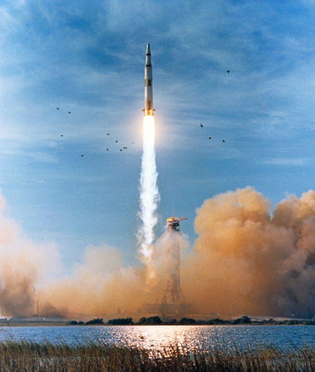 Lanzamiento del Apolo 8 con un cohete Saturno V