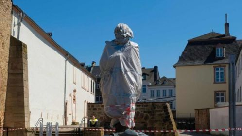 Marx statue in Trier waiting to be unveiled