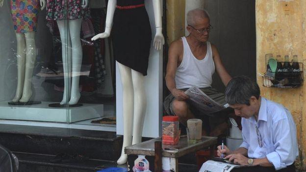 Tea vendor in Hanoi