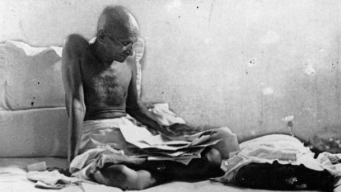 لجأ غاندي إلى الصوم كوسيلة احتجاج على الحكم البريطاني بعد إطلاق سراحه من السجن
