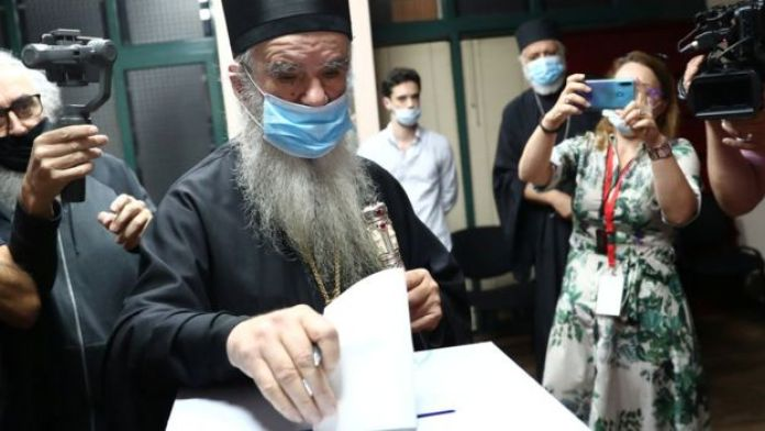 Metropolitan Amfilohije, the Serbian Orthodox Church's top cleric in Montenegro, casts his ballot