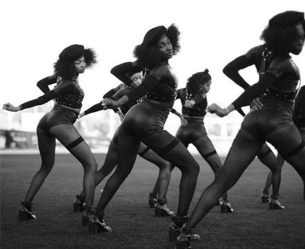 Imagen de los bailarines de respaldo en el Superbowl 50 publicado por Beyonce - 8 de febrero de el año 2016