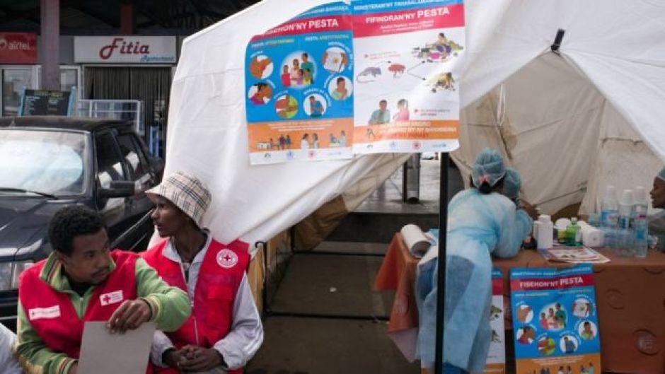 Personal de la Cruz Roja en Madagascar.