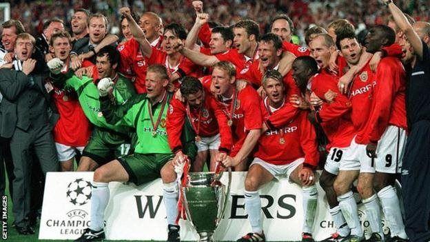 'yan Man United a kakar 1998-99, lokacin da suka ci kofuna uku a kaka daya