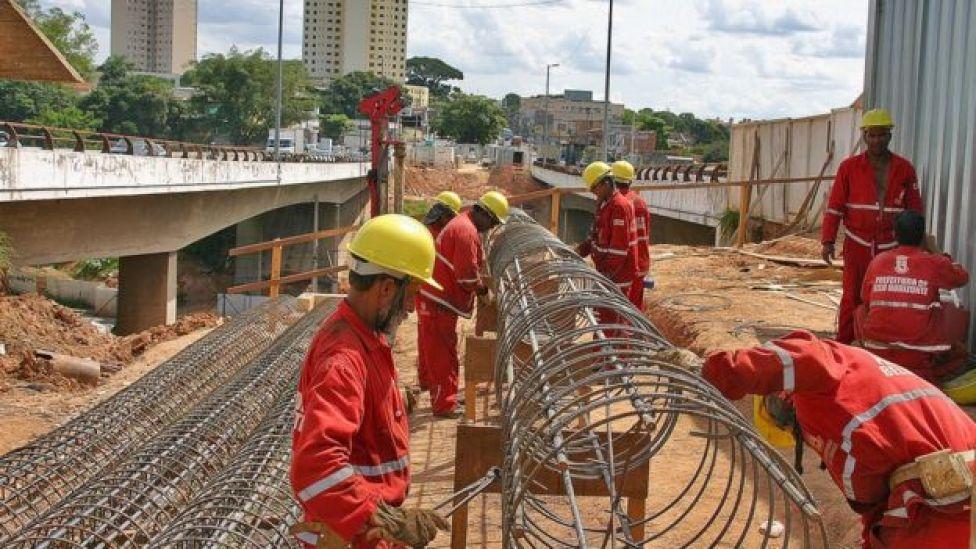 Canteiro de obras em vias principais de Belo Horizonte