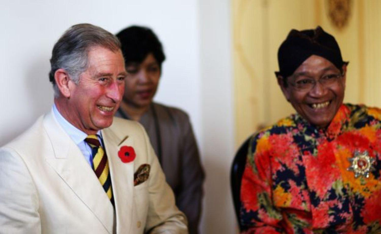Sultan Hamengkubuwono X with Prince Charles.