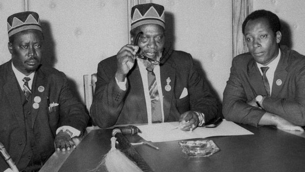 Jaramogi Oginga Odinga (bidix) iyo Jomo Kenyatta (midig) waxa ay ahaayeen olog barigii xornimo u dagaalanka Kenya