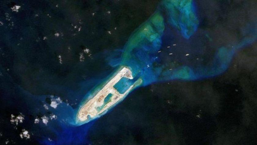 Denizde ada inşası