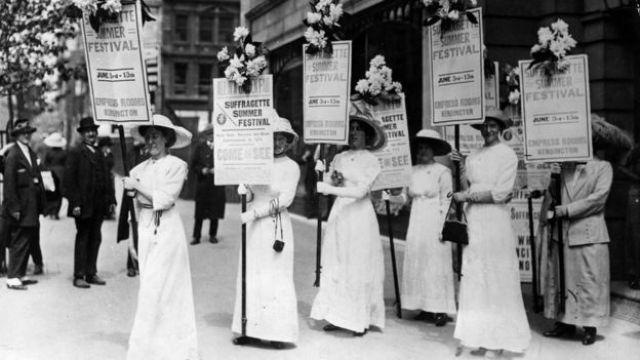 Mujeres sufragistas