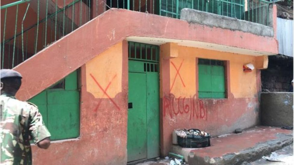 Building marked with red cross for demolition in Harama, Nairobi, 6 May 2016