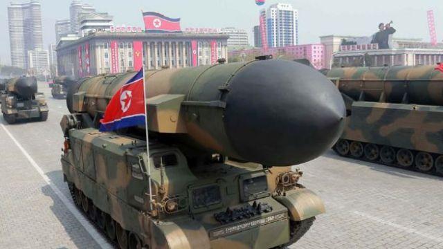 Misil durante el desfile militar de Pyongyang el 15 de abril