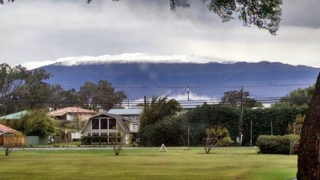 The summit of Mauna Kea on Hawaii's Big Island covered in snow (02 December 2016)