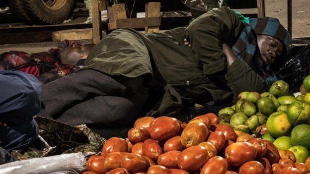 Un vendeur en Ouganda